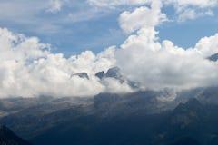 Montagne e nubi Immagine Stock Libera da Diritti
