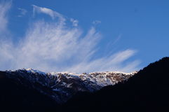 Montagne e nuvola Fotografie Stock Libere da Diritti