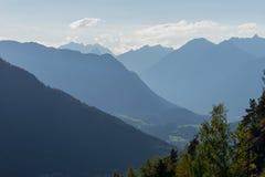 Montagne e paesaggio dei picchi Ghiacciaio di htai del ¼ di KÃ, ambiente naturale Facendo un'escursione nelle alpi di Stubai Vall Fotografia Stock
