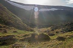 Montagne e paesaggio soleggiati astratti di Bokeh Fotografie Stock Libere da Diritti