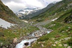Montagne e pascolo delle alpi Fotografia Stock Libera da Diritti