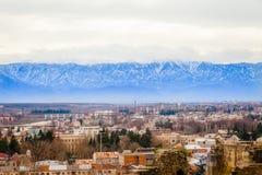 Montagne e piccolo villaggio Immagine Stock Libera da Diritti