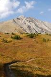 Montagne e prati di autunno immagine stock