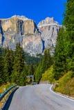 Montagne e rocce bianche maestose Immagini Stock Libere da Diritti