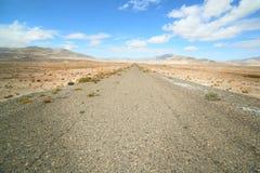 Montagne e strada fotografie stock libere da diritti