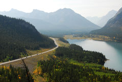 Montagne e valle fotografie stock libere da diritti