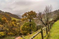 Montagne e valli tutt'intorno Fotografia Stock Libera da Diritti