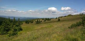 Montagne e vista del paese e del cielo in Ceco Republik immagini stock libere da diritti
