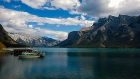 Montagne e wanka del minnie del lago del lago del ghiacciaio Fotografia Stock Libera da Diritti