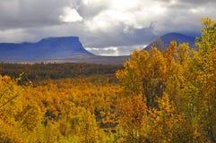 Montagne en automne Image libre de droits