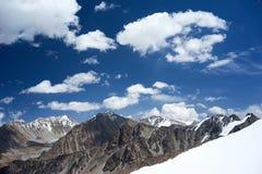 Montagne en chaîne de Kichik-Alai Photo stock