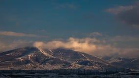 Montagne en nuages image libre de droits