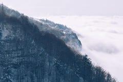 Montagne et brouillard Image libre de droits