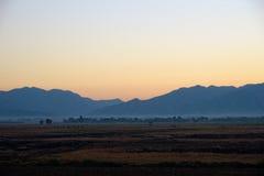 Montagne et Dawn Sky Photos stock