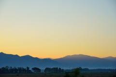 Montagne et Dawn Sky Photo stock
