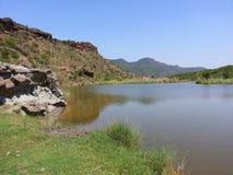 Montagne et eau Image stock