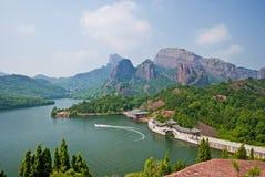 Montagne et fleuve Images libres de droits