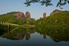 Montagne et fleuve Images stock