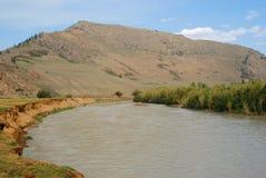 Montagne et horizontal de fleuve Images libres de droits