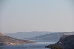 Montagne et horizontal de mer Image stock
