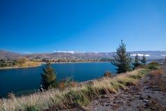Montagne et lac à Queenstown image stock