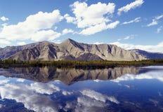 Montagne et lac Photo libre de droits