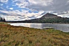 Montagne et lac alpestre HDR Image libre de droits