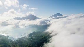 Montagne et lac de Batur au temps de matin photographie stock