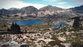 Montagne et lac de paysage photographie stock