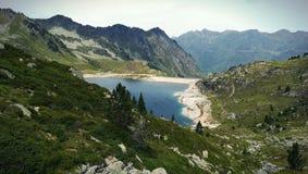 Montagne et lac de paysage images libres de droits