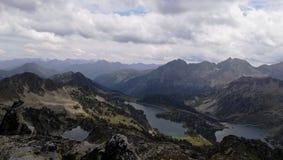 Montagne et lac de paysage Image stock