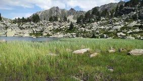 Montagne et lac de paysage photos libres de droits