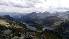 Montagne et lac de paysage Photographie stock libre de droits