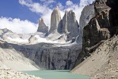 Montagne et lac de Torres del paine Images stock