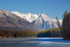 Montagne et lacs dans les Rocheuses image libre de droits