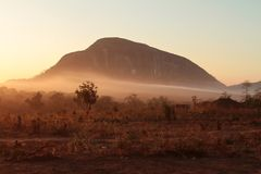 Montagne et lever de soleil africain Images libres de droits