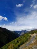 Montagne et nuage Photographie stock libre de droits