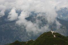 Montagne et nuages Image libre de droits