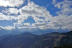 Montagne et village de neige de Meili Photos stock