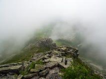 Montagne exposée Ridge Trail en bas nuages, Katahdin, Maine photographie stock