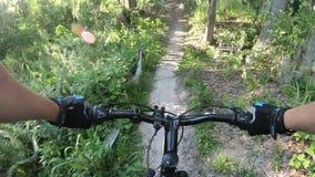 Montagne faisant du vélo en parc central de la Floride clips vidéos