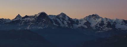 Montagne famose Eiger Monch e Jungfrau ad alba Immagine Stock