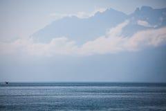 Montagne francesi dietro il lago Lemano Fotografia Stock Libera da Diritti