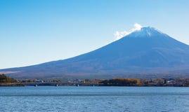 Montagne Fuji, Japon au lac Kawaguchi Image libre de droits