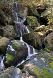 Montagne fumeuse Natio de cascade à écriture ligne par ligne Photos stock