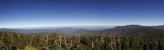 Montagne fumose di panorama Fotografia Stock