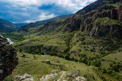 Montagne georgiane del sud e vista della valle immagini stock libere da diritti