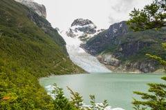 Montagne, ghiacciaio e lago ai natales di puerto Fotografie Stock Libere da Diritti