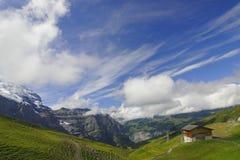 Montagne, il cielo e turisti Fotografia Stock Libera da Diritti