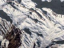 Montagne innevate alle alpi Fotografia Stock